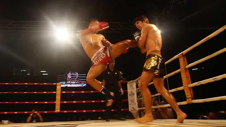 Saenchai jump kick